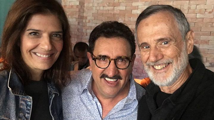 Renata Suter e Marcio Ehrlich, da Janela, não resistiram à selfie com o apresentador Ratinho.