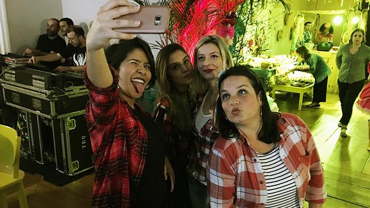 Thais Alves, Camila e Barbara Ferrucci, da Binder, com Dianne Di Celio (Colab) não resistiram a uma selfie.