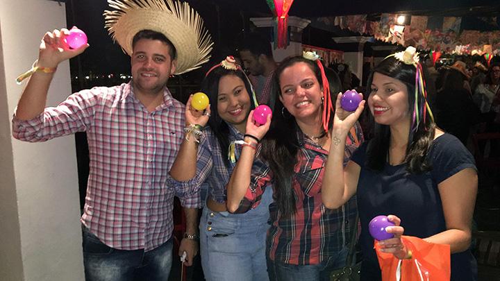 Vitor Gonçalves (Tim) e mídias da Z+: Talita Pinho, Bianca Garcia e Thaise Freire.
