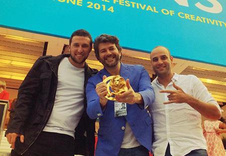 Alvinho com Otto Pajunk e Diogo Mello, comemorando o Leão de Ouro em Cannes 2014.